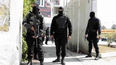 Photo of Hêzên ewlehiyê yên Tunisê 3 şaneyên terorîst girtin û çekên wan desteser kirin