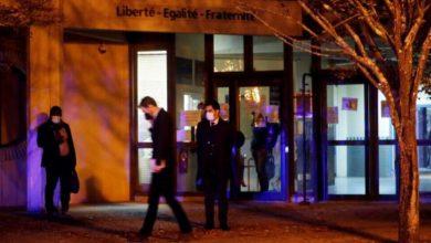 Photo of Li Fransayê serê mamosteyê dîrokê hat jêkirin