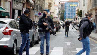 Photo of Êrîşkarekî 2 jin û mêrek li bajarê Nice yê Fransayê bi kêran kuşt